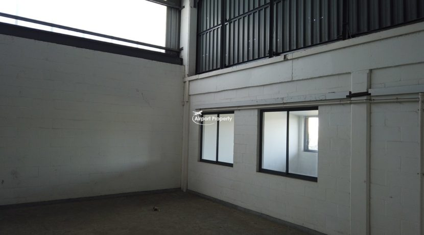 warehouse to rent airport industria 645 24