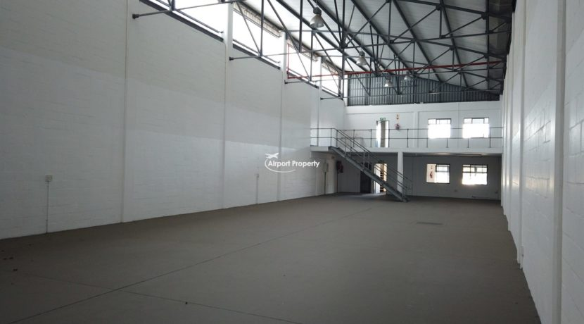 warehouse to rent airport industria 646 3