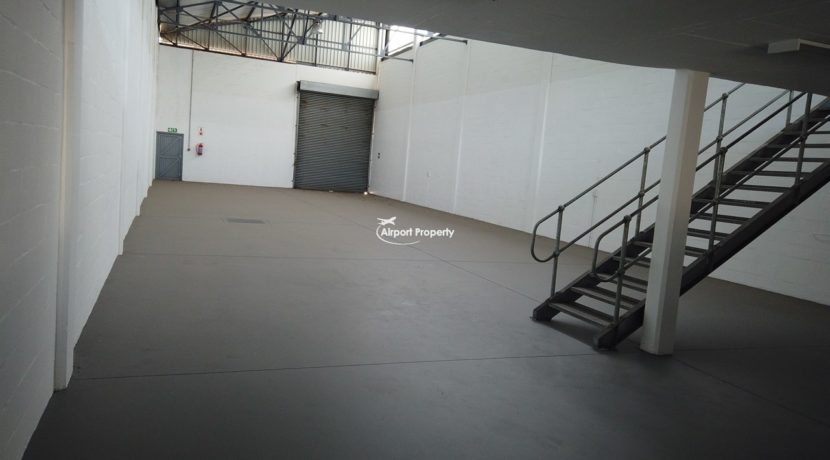 warehouse to rent airport industria 646 8