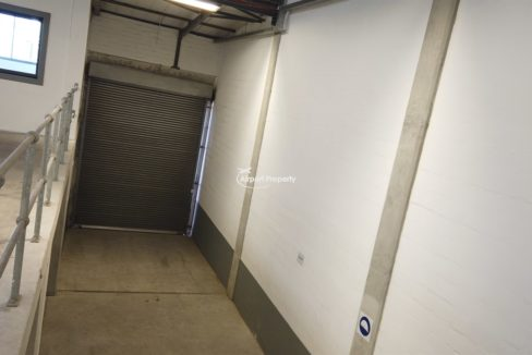 warehouse to rent airport industria 650 10