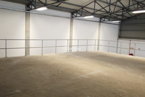 warehouse to rent airport industria 650 15