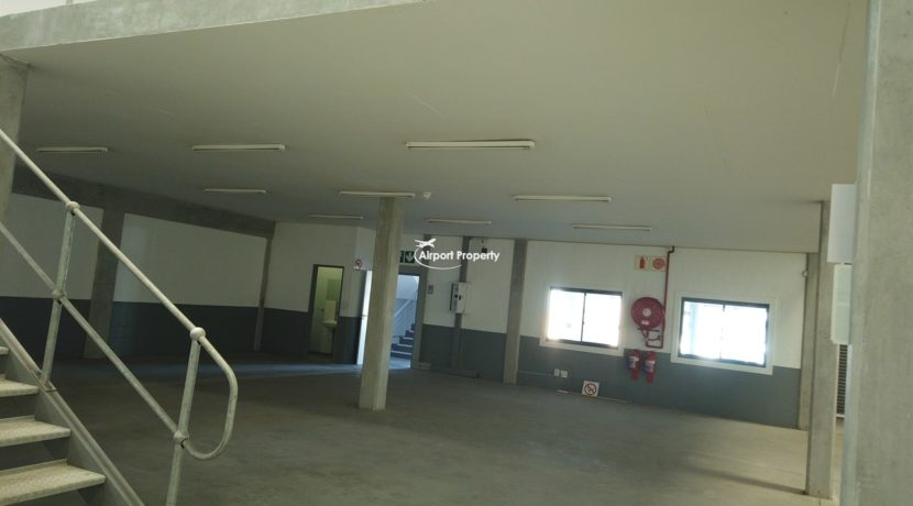 warehouse to rent airport industria 650 16