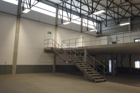 warehouse to rent airport industria 650 18
