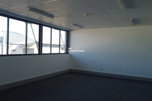 warehouse to rent airport industria 650 2