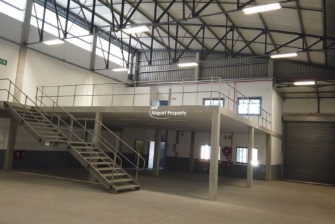 warehouse to rent airport industria 650 4