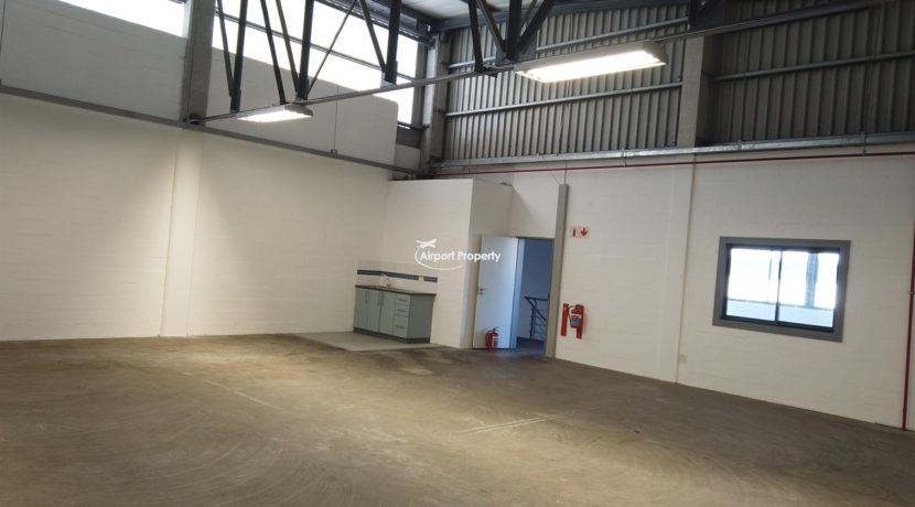 warehouse to rent airport industria 650 5