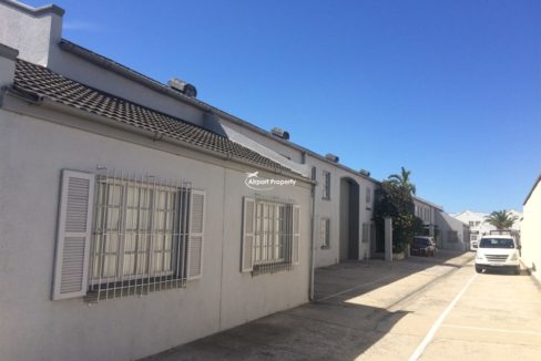 warehouse to let airport industria 503 3