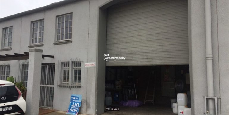 warehouse to let airport industria 640 1