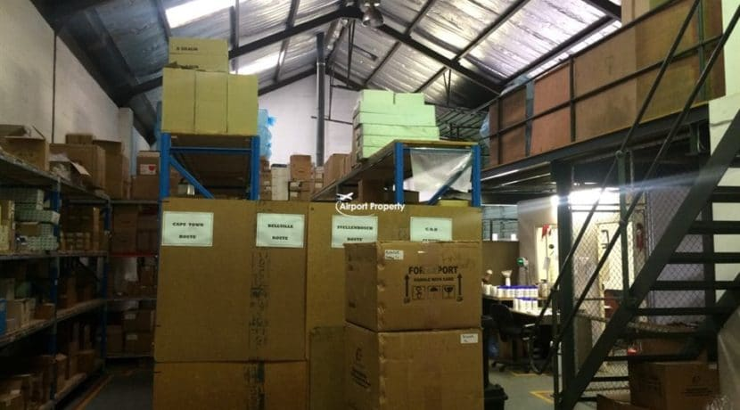 warehouse to let airport industria 673 11