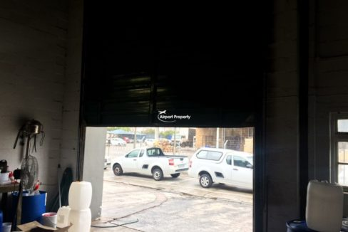 warehouse to let airport industria 673 12
