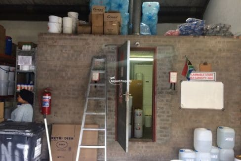 warehouse to let airport industria 673 14