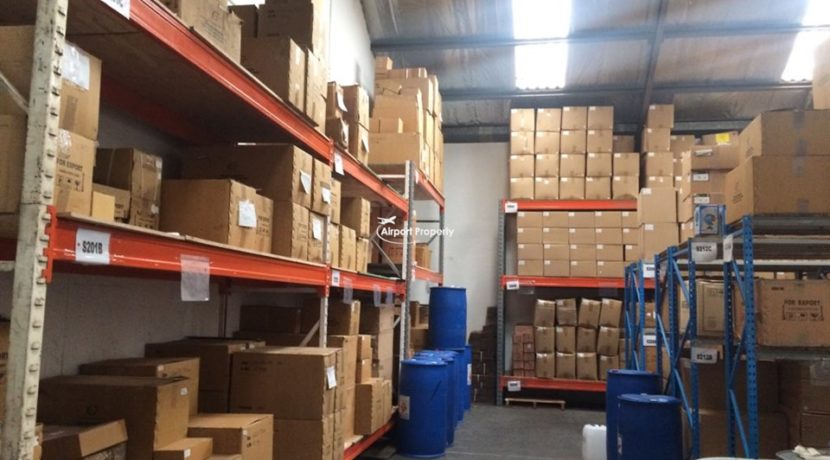 warehouse to let airport industria 673 16