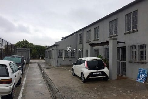 warehouse to let airport industria 673 3